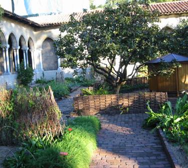 Bonnefont Cloister garden